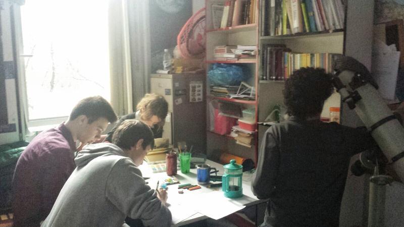 Topluluk odamızda kartpostallar için çizim yaparken...