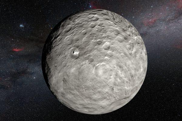 Bu sanatçı tasviri, NASA'nın Dawn uzay aracının Ceres'in yörüngesindeyken çektiği fotoğraflardan oluşturulan yüzey haritasına dayanarak yapılmış. Tasvir, Occator kraterinde ve başka yerlerde görülen çok parlak maddesel lekeleri gösteriyor. La Silla, Şili'deki 3,6 metrelik ESO teleskobunun HARPS spektrografını kullanarak yapılan yeni gözlemler, lekelerin beklenmedik bir şekilde günlük değişimlerini ortaya çıkardı ki bu da değişimlerin Ceres döndükçe Güneş ışığının etkisi altında gerçekleştiğini akla getiriyor.